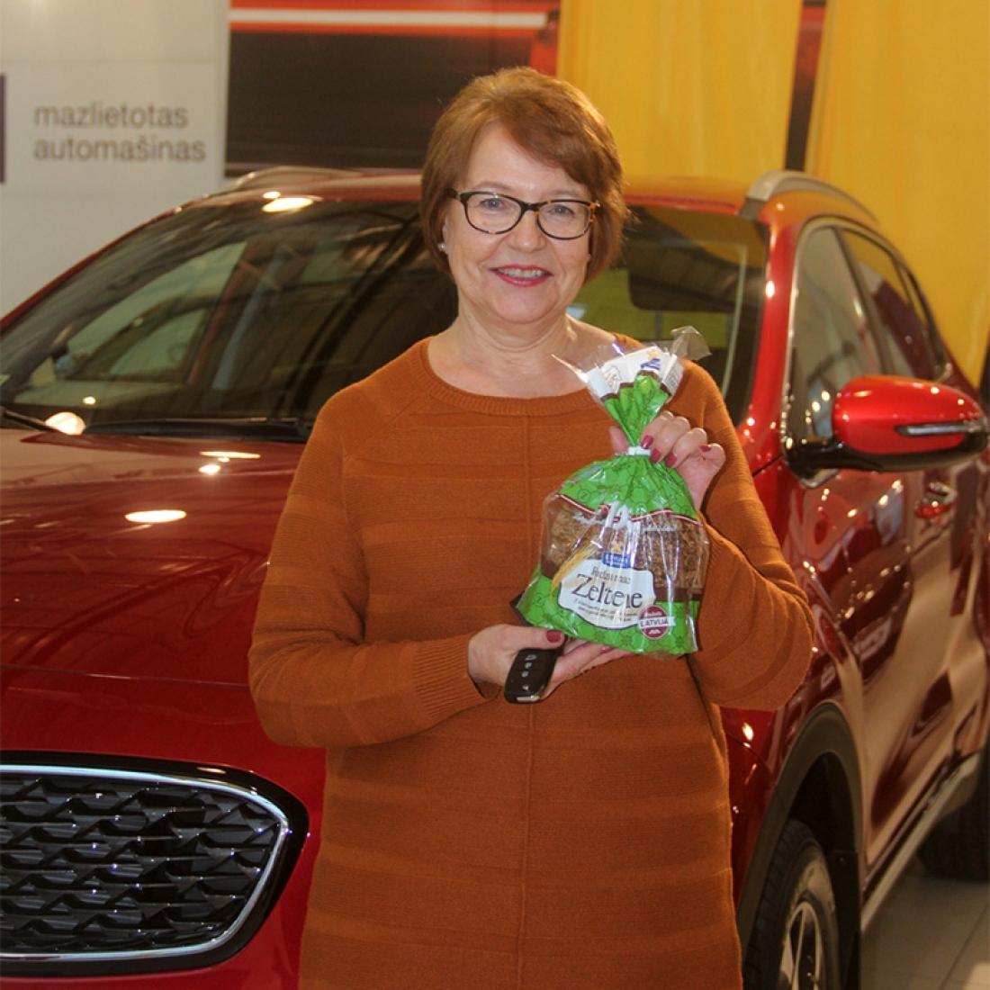 LATVIJAS MAIZNIEKA simtgades loterijā jaunu automašīnu laimējusi pensionāre no Rīgas