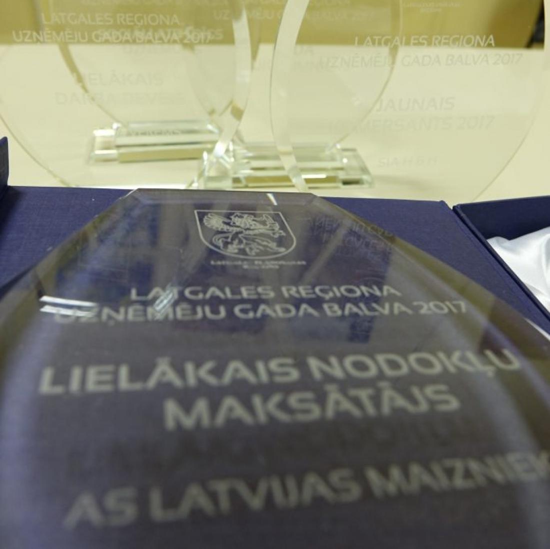 """AS """"LATVIJAS MAIZNIEKS"""" saņem apbalvojumu kā lielākais nodokļu maksātājs Latgales reģionā"""